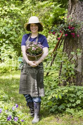 Gärtnerin mit Blumentopf, gardener with flower pot