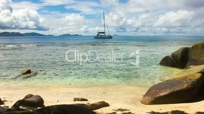 Single Sailingboat in tropical Reef // HQ