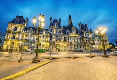 Amazing view of Hotel de Ville after sunset - Paris