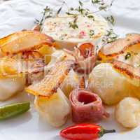Jerusalem artichoke au gratin with ham and chili
