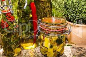 Kräuter und Schafskäse in Öl, herbs and sheep cheese in oil