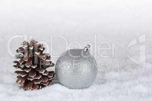 Hintergrund Dekoration an Weihnachten mit Christbaumkugel und Sc