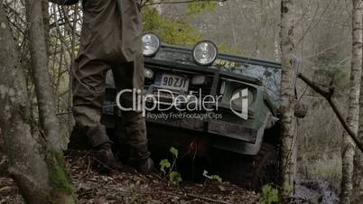 Pulling off a 4x4 offroad vehicle stuck on the tree FS700 4K