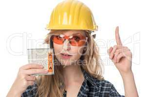 Handwerker mit Schutzbrille