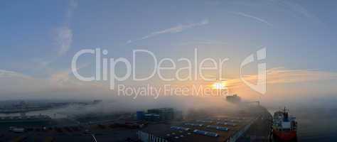 le havre mit nebel und sonne panorama