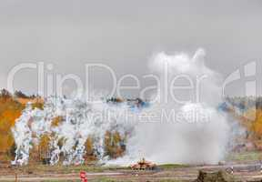 Crew of T-90S tank put smoke screen