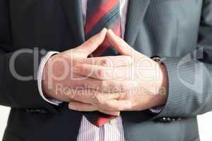 Männerarm zeigt eine Geste