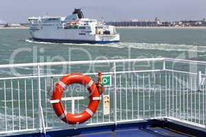Fähre auf dem Ärmelkanal vor Calais, Frankreich