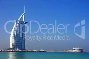 Burj al Arab mit Strand und Marina