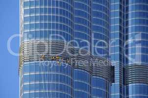 Fensterputzer an der Fassade des Burj Khalifa in Dubai
