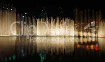 Dubai Downtown Springbrunnen Fonatainen in der Nacht am Burj Khalifa