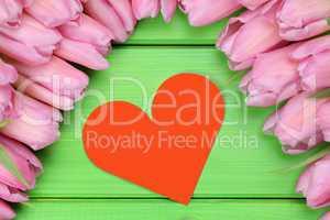 Tulpen Blumen mit Herz als Zeichen der Liebe zum Valentinstag