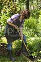 Frau mit Spaten im Garten, Woman with spade in a garden