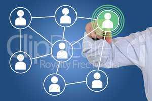 Businessman beim Drücken eines soziales Netzwerk Medien Interne
