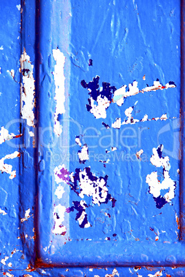 nail  paint in the blue  door and rusty