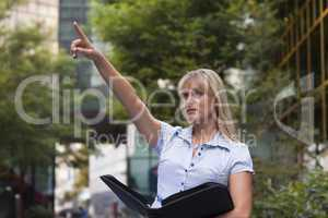 Geschäftsfrau im Freien