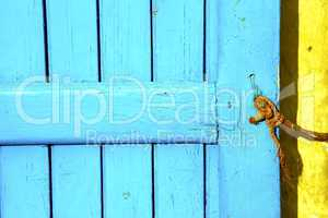 blue metal rusty  brown    morocco in yellow rope
