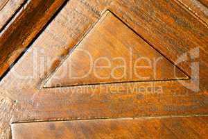 in a the rusty brass brown knocker   door curch  closed wood it