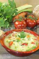 Hühnersuppe mit Suppengrün