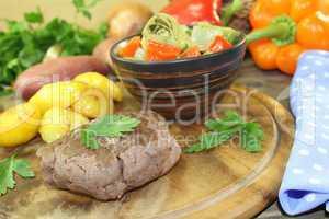 Straußensteaks mit Ofenkartoffeln und Petersilie