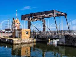 Brücke und Hafenamt in Stralsund