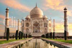 Der Taj Mahal beim Sonnenaufgang