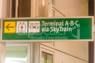 Flughafen Wegweiser, Abflughalle