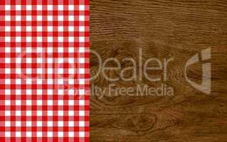 Holzhintergrund mit Tischdecke rot weiß