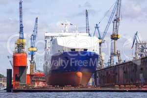 Schiff in einem Docker einer Werft in Hamburg,Deutschland