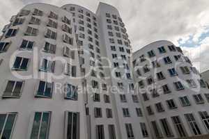 Medienhafen Düsseldorf, Gehry-Bauten