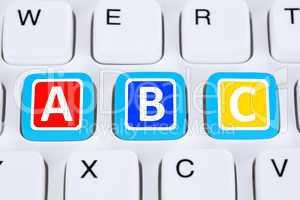 ABC lernen in Schule für Schüler auf Computer Nachhilfe
