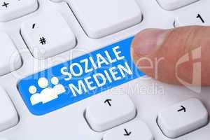 Soziale Netzwerke und Medien Button drücken Freundschaft online