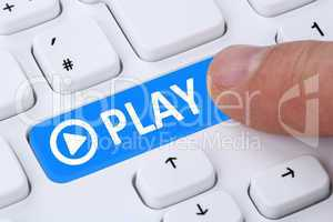 Play Button drücken zum Musik oder Film hören im Internet am C