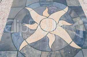 Steinbodenfliesen mit Sonnenmotiv     Stone floor tiles with sun
