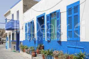 Hausfassade in einer Gasse auf Nisyros