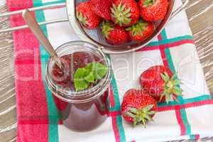 Erdbeerkonfitüre einmachen