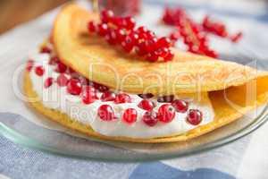 Süsses Omelette mit Quark und Johannisbeeren