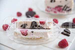 Cookies and Cream Parfait mit Himbeeren