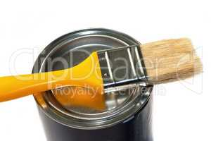 Brush and closed paint pot