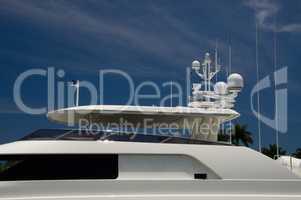 Yacht seitlich Radar weiß Luxus