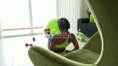 2 Home Fitness Black Woman Training Abs On Pad
