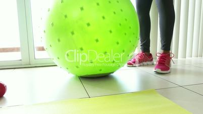 5 Home Fitness Black Woman Training Abs With Swiss Ball