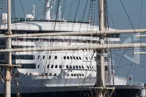 Queen Mary 2 und Rickmer Rickmers, Hamburg