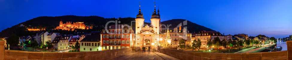 Alte Brücke mit Brückentor in Heidelberg
