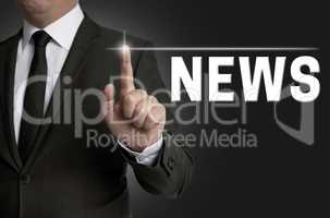 news Touchscreen wird von Geschäftsmann bedient Konzept