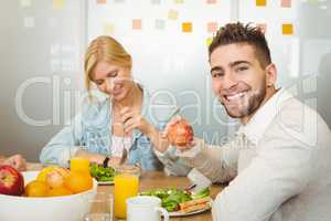 Employee with female colleague having breakfast