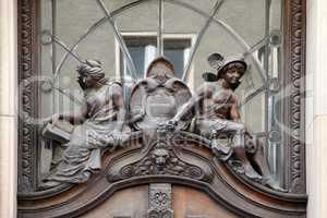 Relief über einer Tür in Schwerin