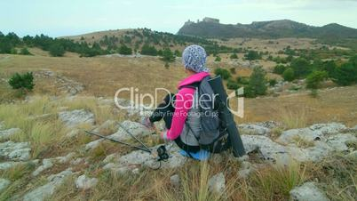 JIB CRANE: Woman hiker hiking mountain highlands relaxing on edge of cliff
