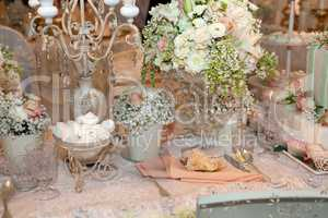 Luxurious wedding dinner with beige theme