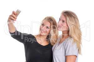 2 blonde Mädchen machen ein Selfie